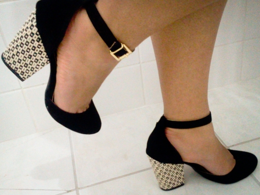 c2d3dd7365 Sapatos de salto grosso – Um Palpite